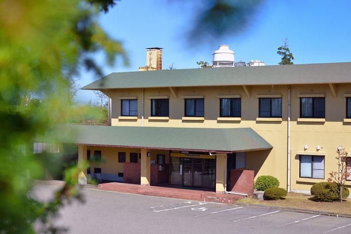 ホテルウェルネス能登路の無料駐車場 約50台収容可能